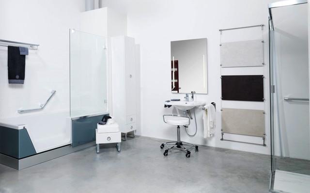 Badausstellung in düsseldorf  Barrierefreies Bad in der Badausstellung von HEIMWOHL Düsseldorf