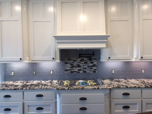 Backsplash Help Alaska White Granite Off Cabinets
