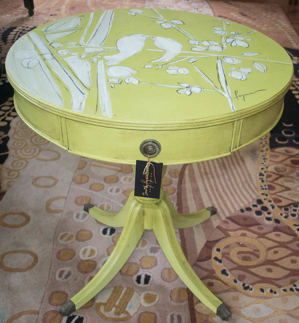Genial ROUND TABLE Hand Painted