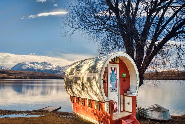 ab in den zirkus ein bauwagen als magisches spielhaus f r. Black Bedroom Furniture Sets. Home Design Ideas