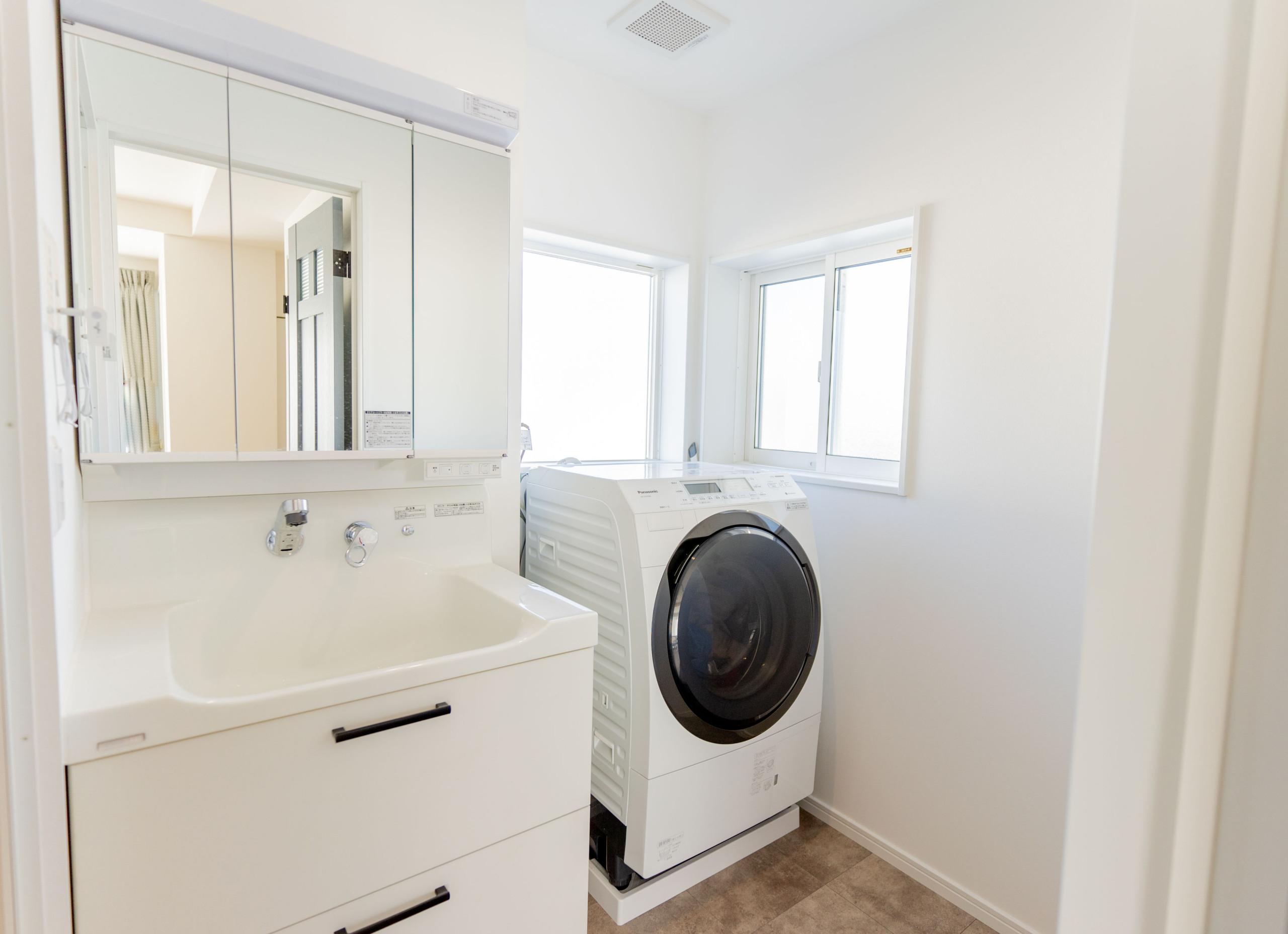白を基調とした邸宅(浴室)