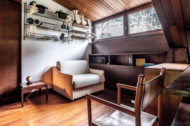 Una villetta anni 39 60 in stile le corbusier immersa nel for Interni minimalisti