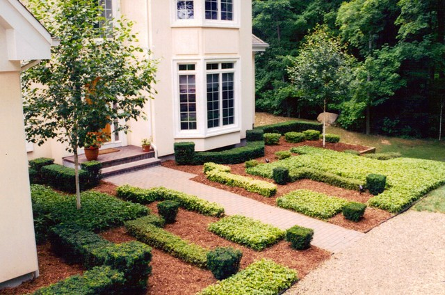 front yard courtyard garden abstract hedges contemporary