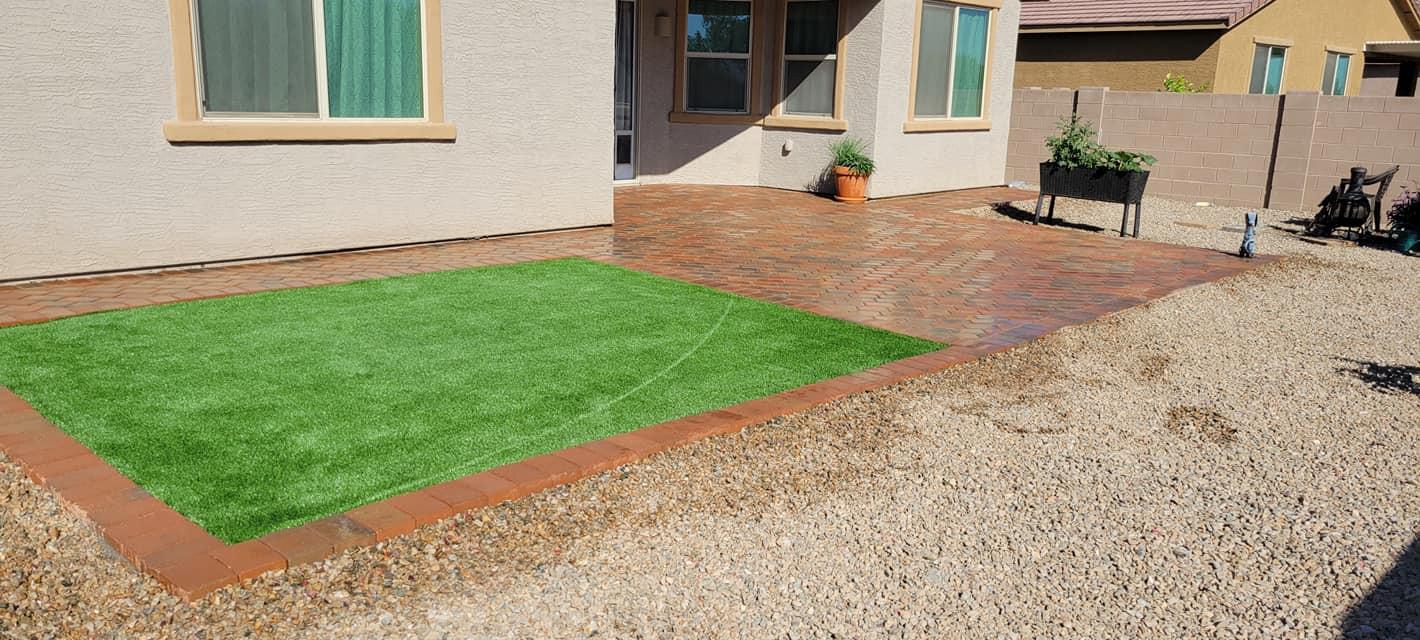 Design ideas for a southwestern landscaping in Phoenix.