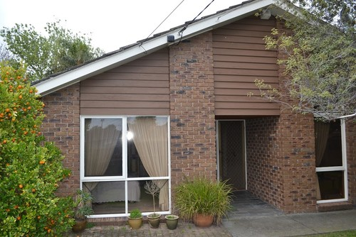 How to update ugly exterior for 70s house exterior
