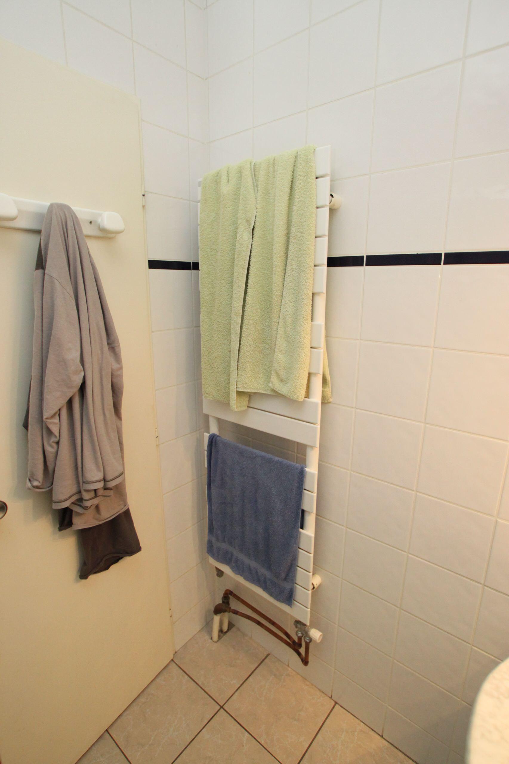 Le sèche serviette était disproportionné et mal placé
