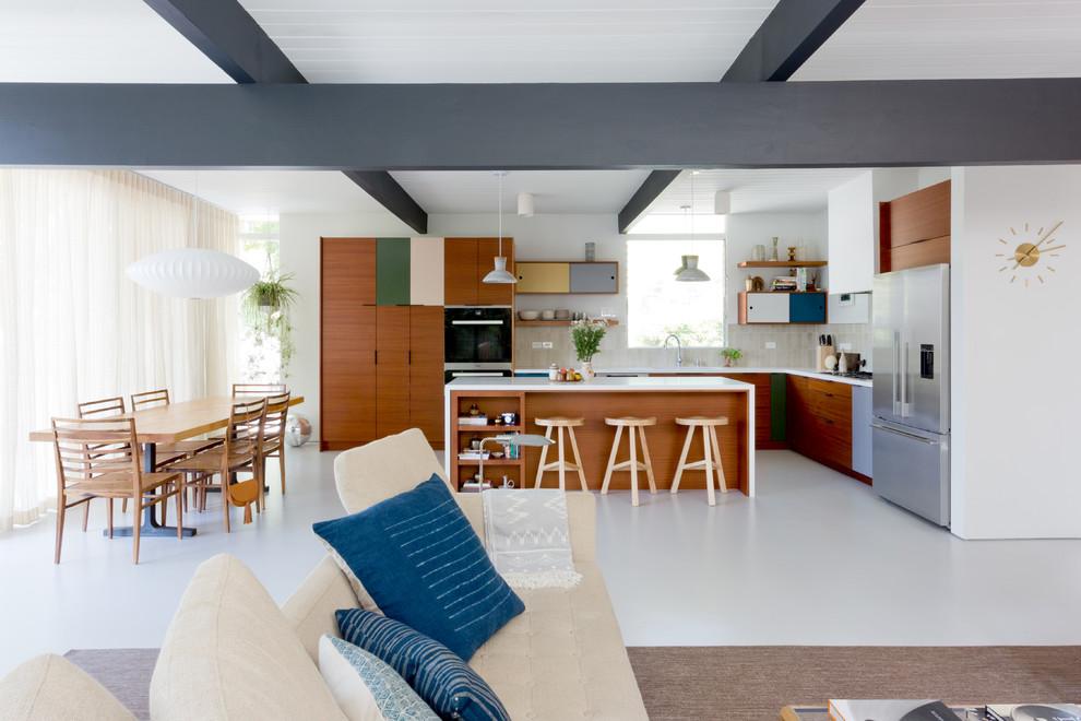 Mid-century modern home design photo in San Diego