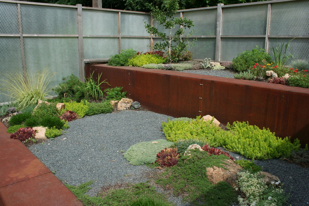 Inspiration for an industrial drought-tolerant hillside landscaping in Minneapolis.