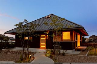 YK HOUSE  - 方形屋根の家 - アジアン