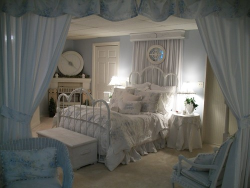 Marvelous Love The Blue And White Floral Fabric On Bed, Could You Tell Me Where To  Purchase This Fabric.......thanks