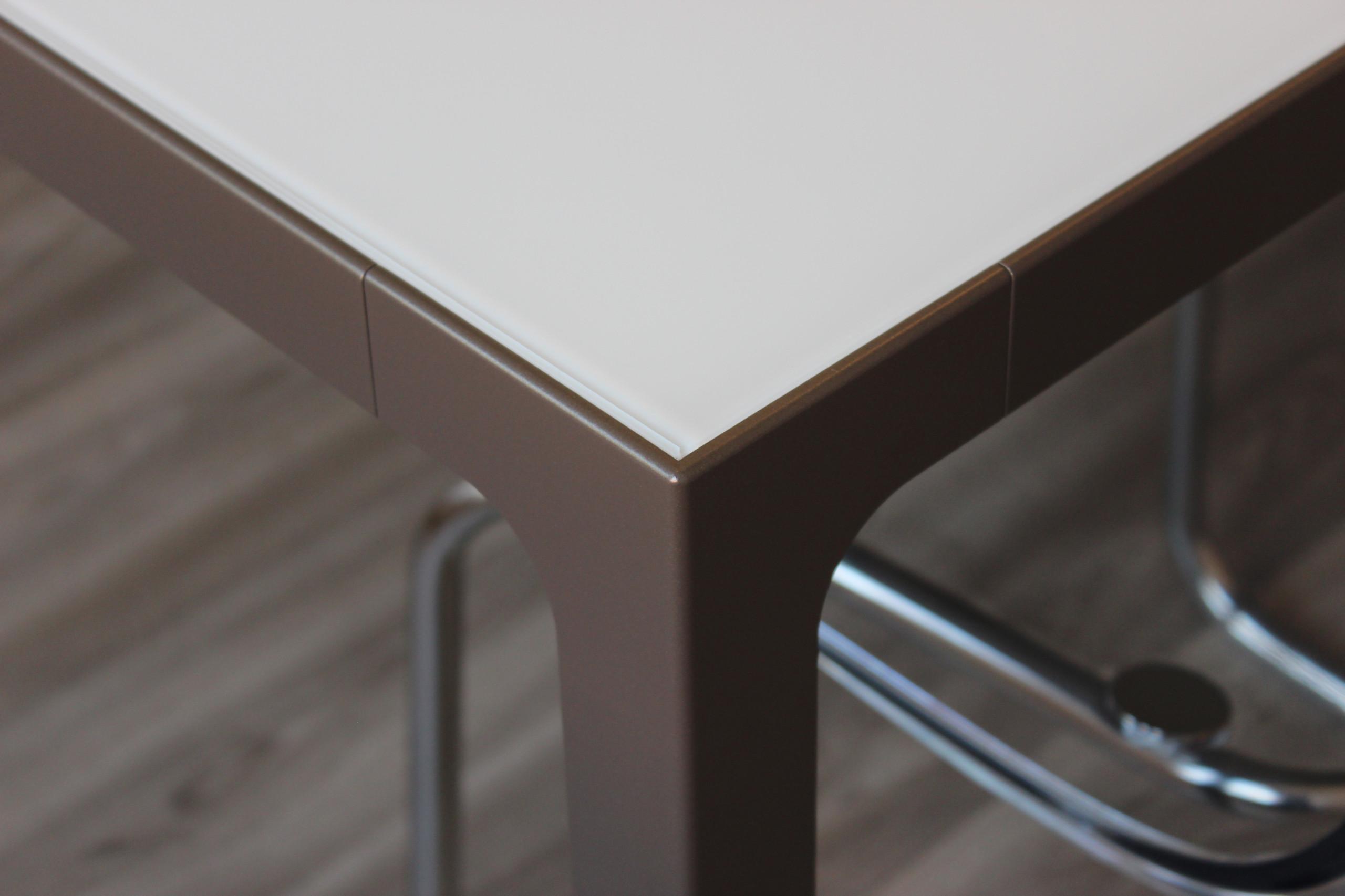 Dettaglio tavolo sala riunione