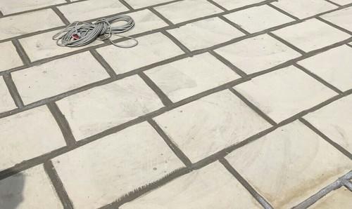 Piastrelle e sigillante terrazzo lastrico brutto da vedere - Impermeabilizzante per piastrelle ...