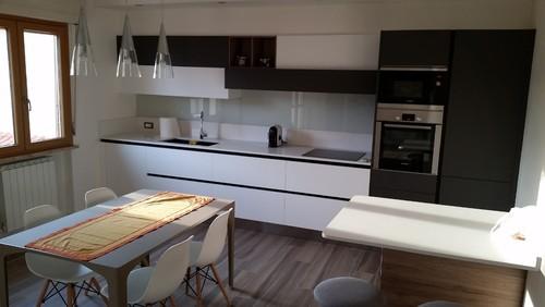 Mobiletto tv da tingere - Cucina grigio scuro ...