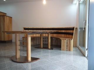 essgruppe mit kulissentisch und rundbank modern. Black Bedroom Furniture Sets. Home Design Ideas