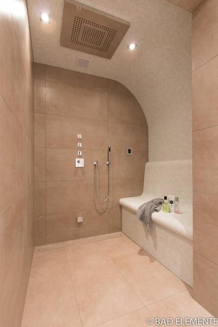 wannenbad mit dampfsauna modern badezimmer hamburg von bad elemente. Black Bedroom Furniture Sets. Home Design Ideas