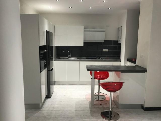 Studio di arredamento per appartamento contemporaneo-cucina