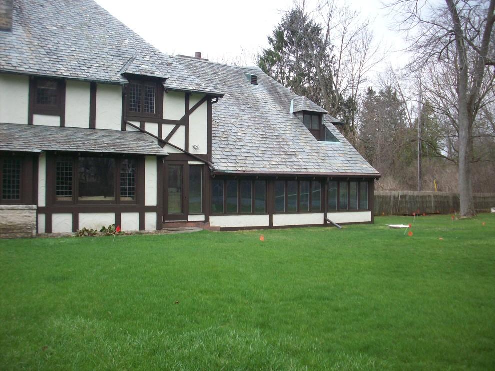 Traditional Backyard Landscape - Fox Point