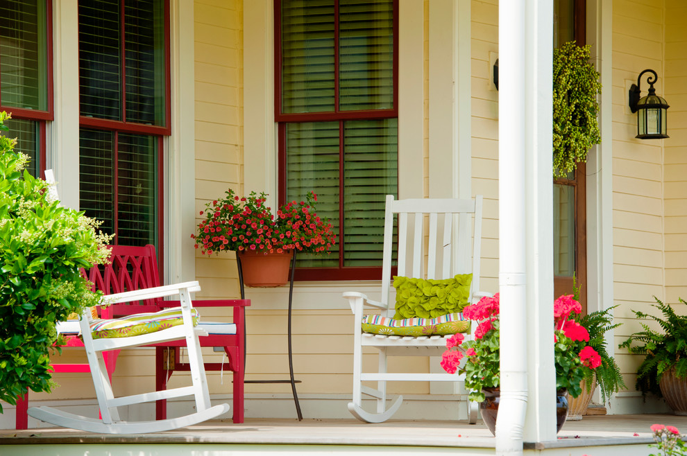 Arts and crafts home design photo in Little Rock