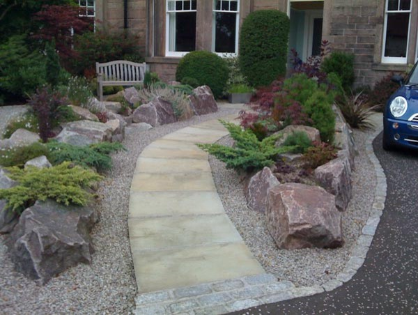 Photo of a contemporary landscaping in Glasgow.