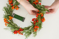 How to Make a Sophisticated Natural Wreath for the Holidays
