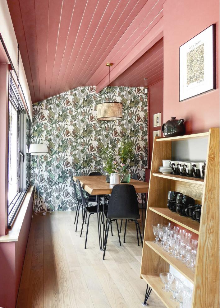 Aménagement d'une salle à manger contemporaine.