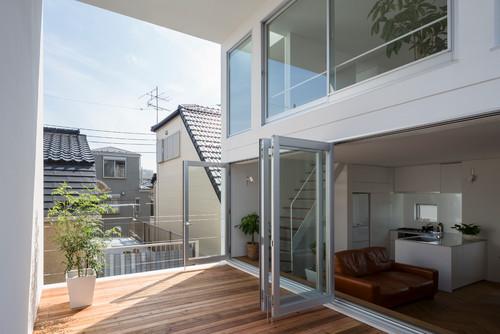 Una casa giapponese con un terrazzo straordinario dilei for Casa giapponese