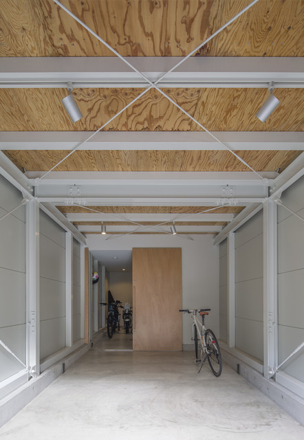 Garage workshop - small modern attached one-car garage workshop idea in Osaka
