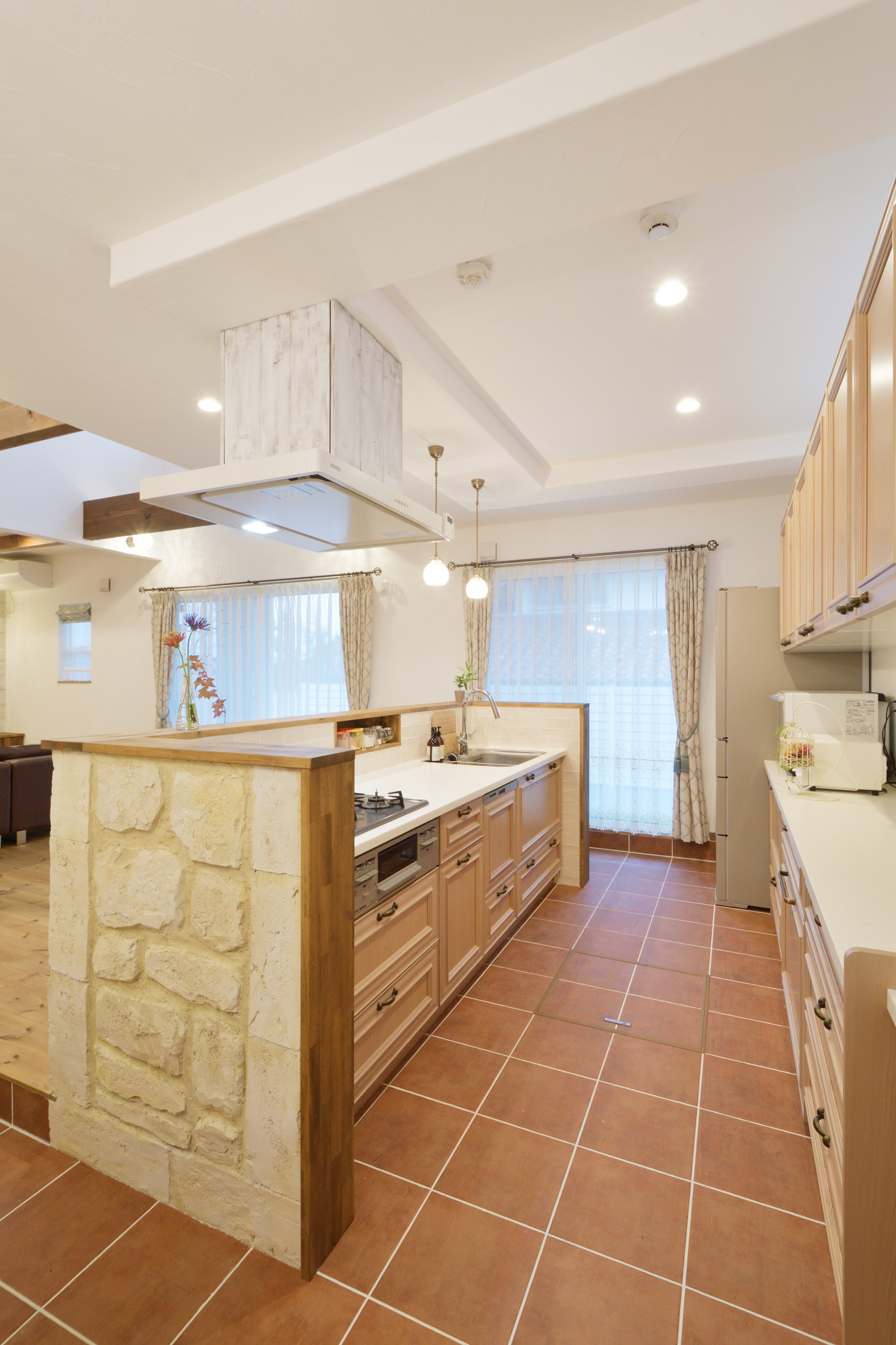 Penisola Cucina In Muratura 75 beautiful shabby-chic style kitchen with brown backsplash