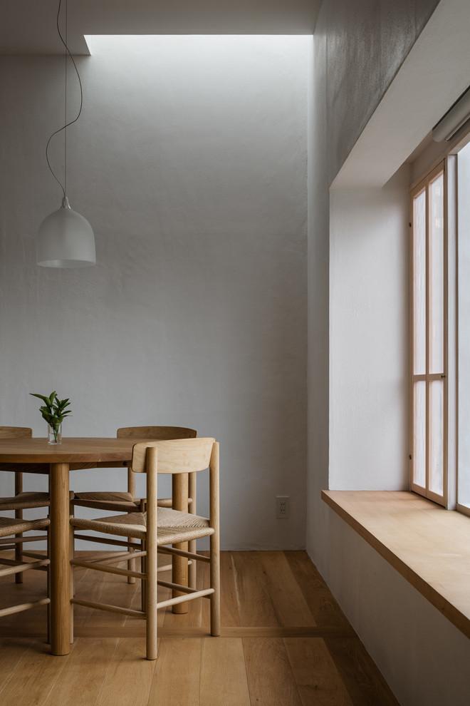 東京23区の北欧スタイルのおしゃれなダイニング (白い壁、無垢フローリング) の写真