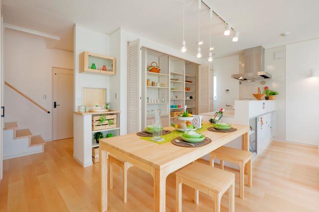 女性の意見で設計・デザインした明るい家 北欧-ダイニング