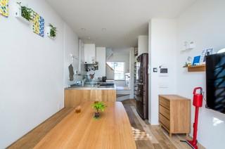 「建物間口2.88m 延床面積17坪 狭小敷地に工夫を詰め込んだ家」 モダン-ダイニング