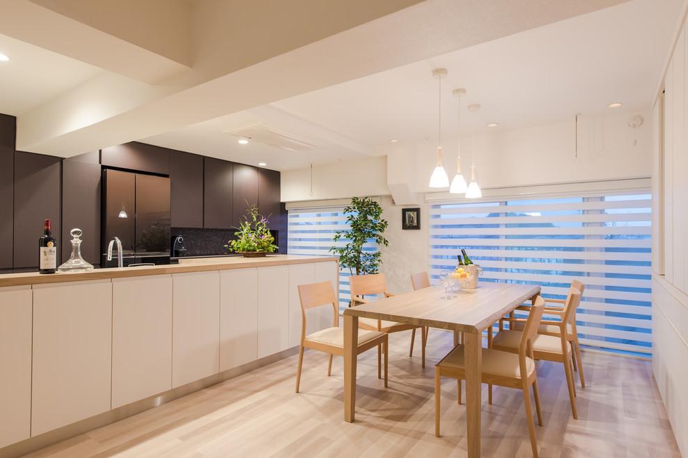 Inspiration for a modern dining room remodel in Yokohama