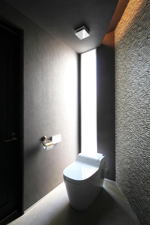 シックな雰囲気のトイレ施工事例