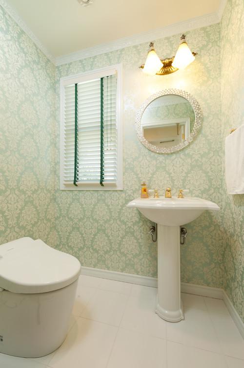 花柄の壁紙を使ったお洒落なトイレの施工事例