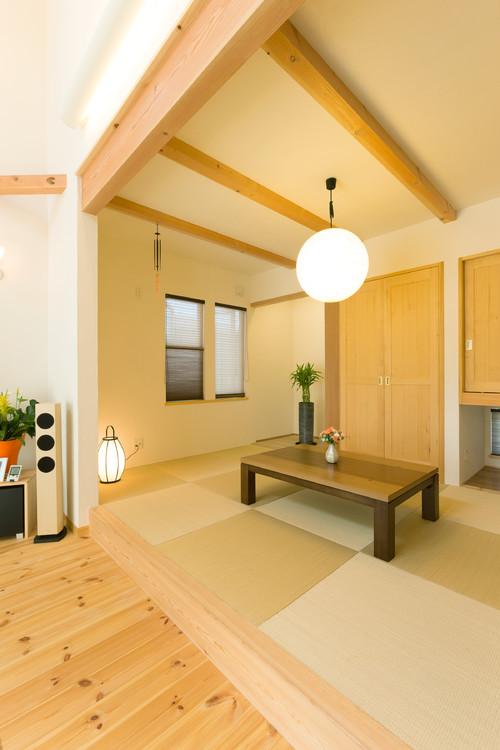 株式会社アイスタイルによる、リビング続き和室の写真 by houzz