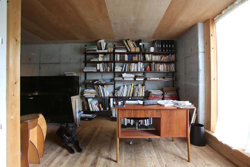 書斎の壁紙 コンクリートをアクセントクロスに