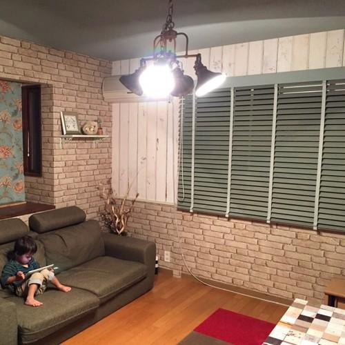 レンガと木目調の壁紙アクセントクロス施工事例