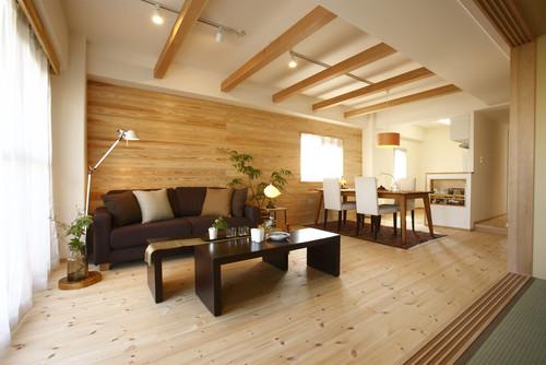 マンションに木目の壁紙・クロスを使ったリビング施工事例