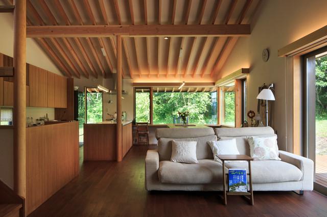 茅野の家 country living room tokyo by 株式会社 結設計