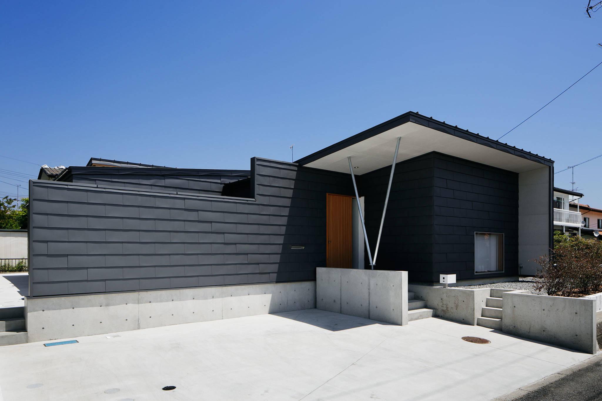 コの字の家/南側外観