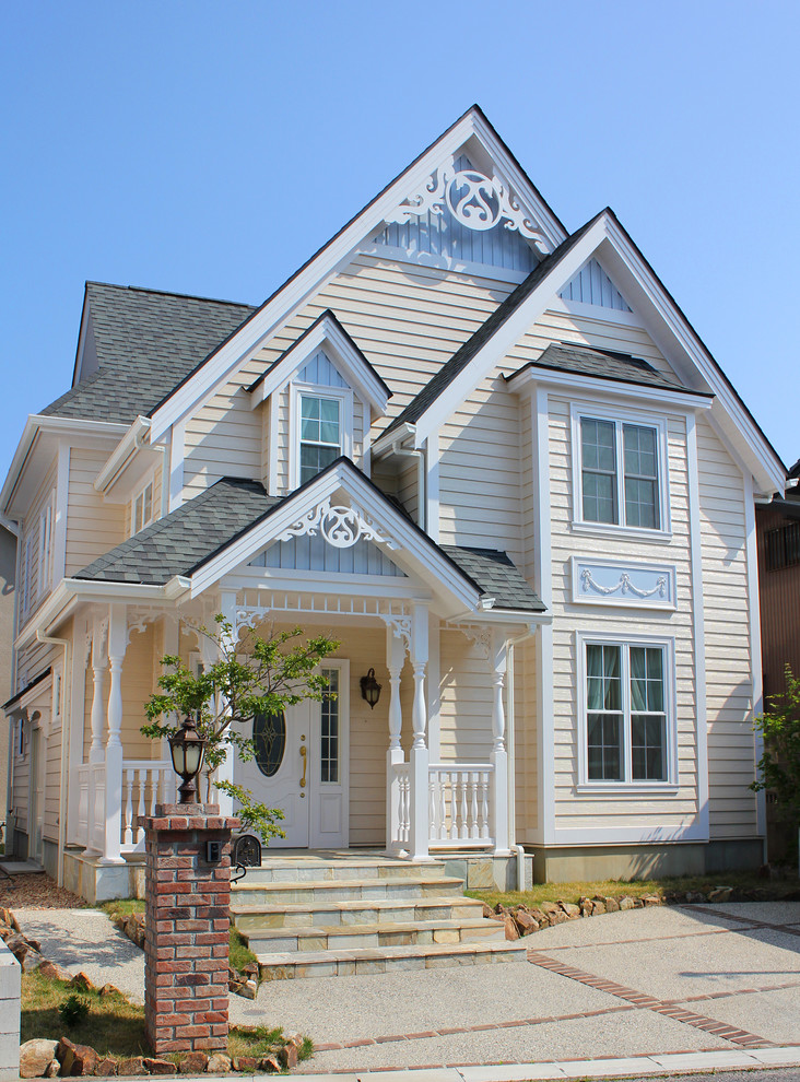 Victorian exterior home idea in Other