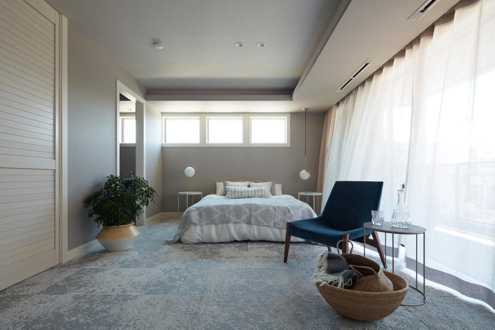 東京23区のミッドセンチュリースタイルのおしゃれな寝室 (グレーの壁、カーペット敷き、グレーの床) のインテリア