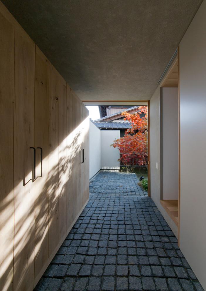 名古屋のアジアンスタイルのおしゃれな廊下 (ベージュの壁) の写真
