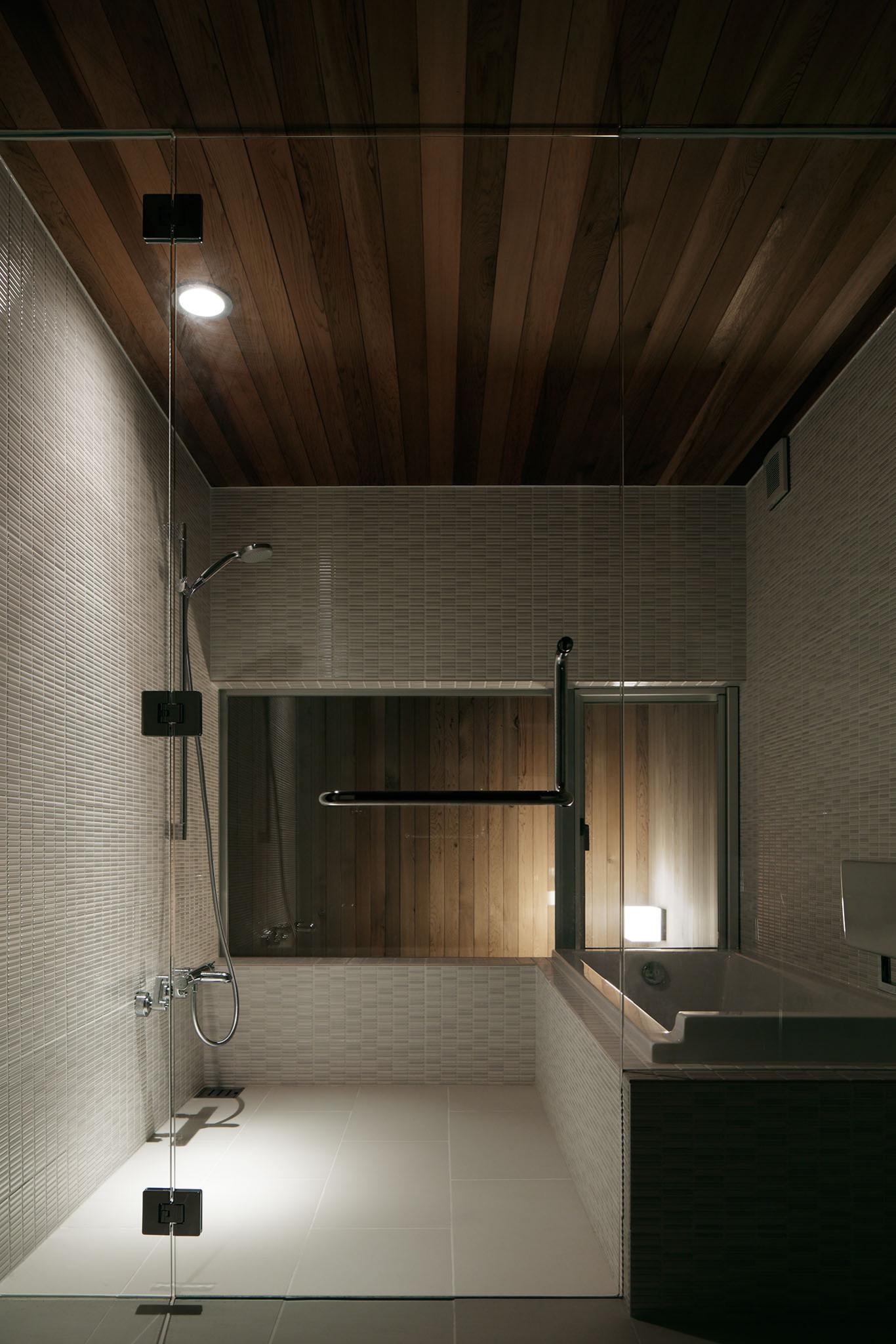 コの字の家/浴室