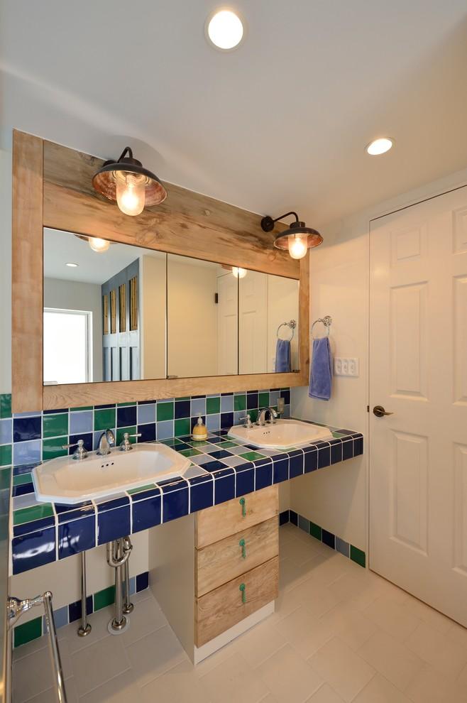横浜の地中海スタイルの浴室・バスルームの画像