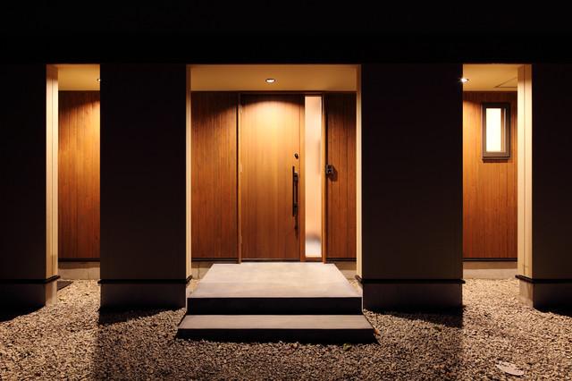 川岸の家 玄関ポーチ コンテンポラリー-玄関