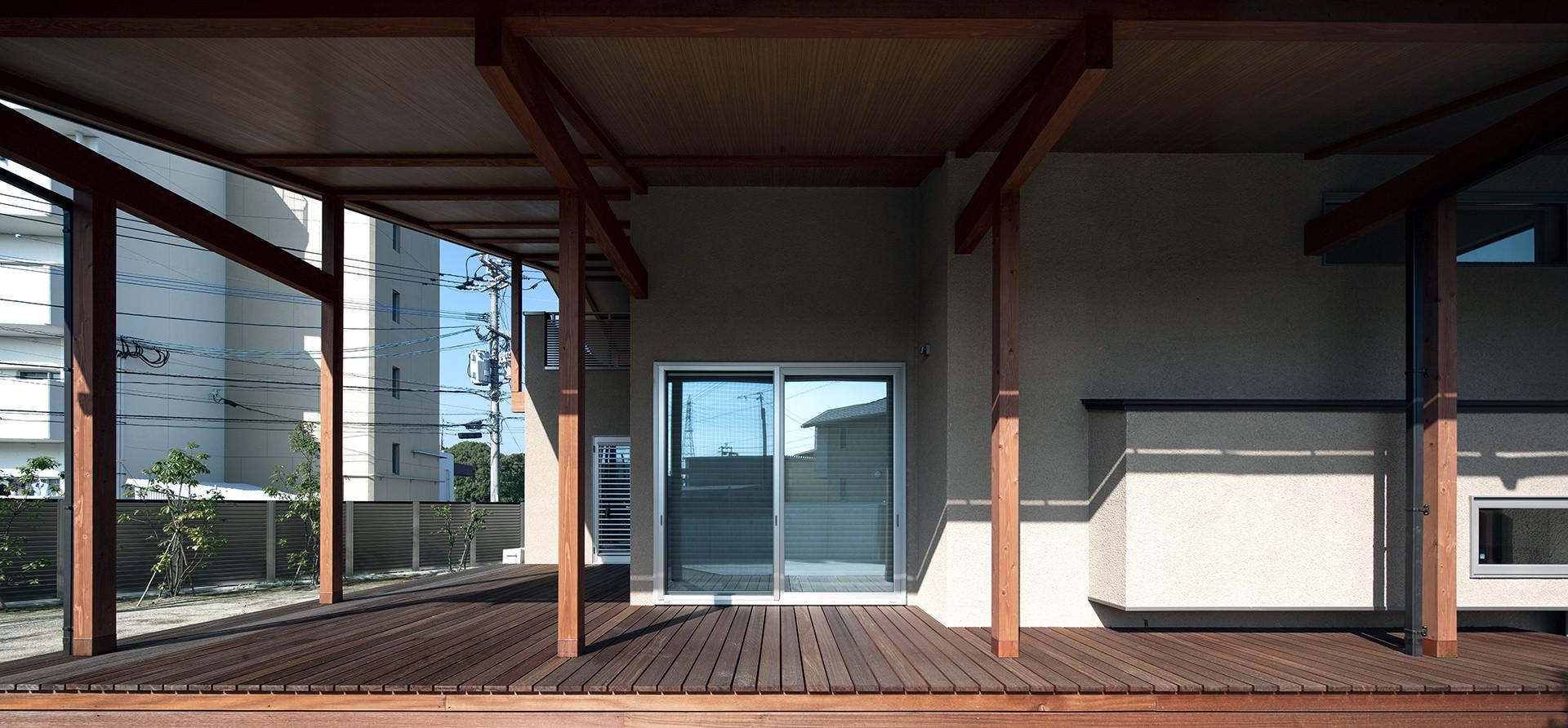 II-UM HOUSE
