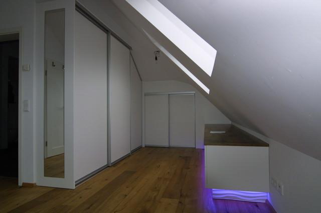 Ankleidezimmer dachschräge modern  Ankleide in der Dachschräge - Modern - Ankleidezimmer - München ...
