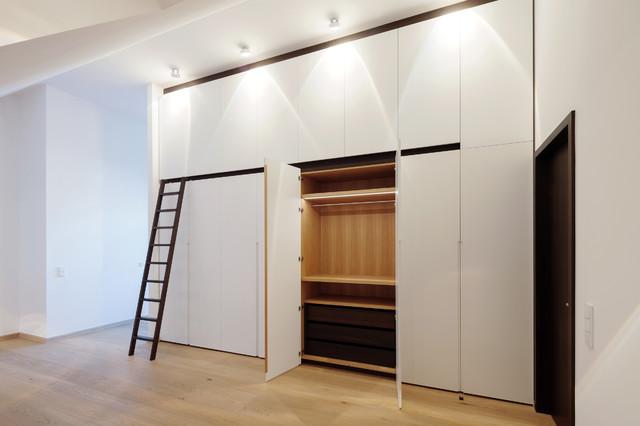 dachausbau minimalistisch ankleidezimmer other metro. Black Bedroom Furniture Sets. Home Design Ideas