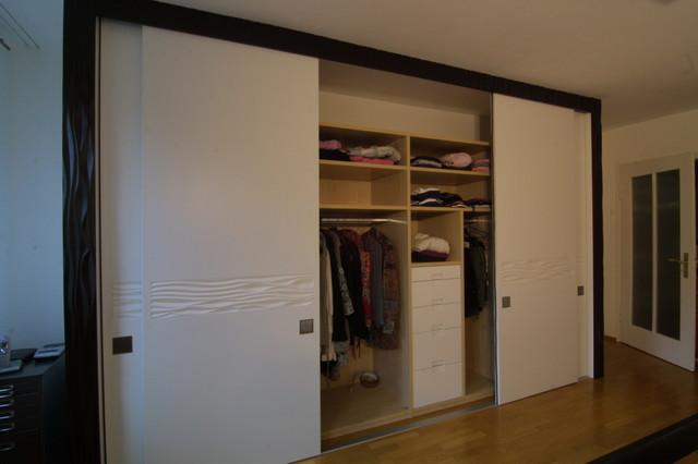 Kleiderschrank mit Schiebetüren - Modern - Ankleidezimmer ...